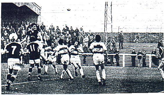 Big Joe Carson heads for goal against Morton 1977